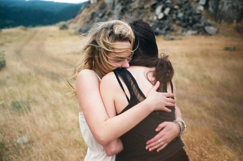 girls hugging weheartit